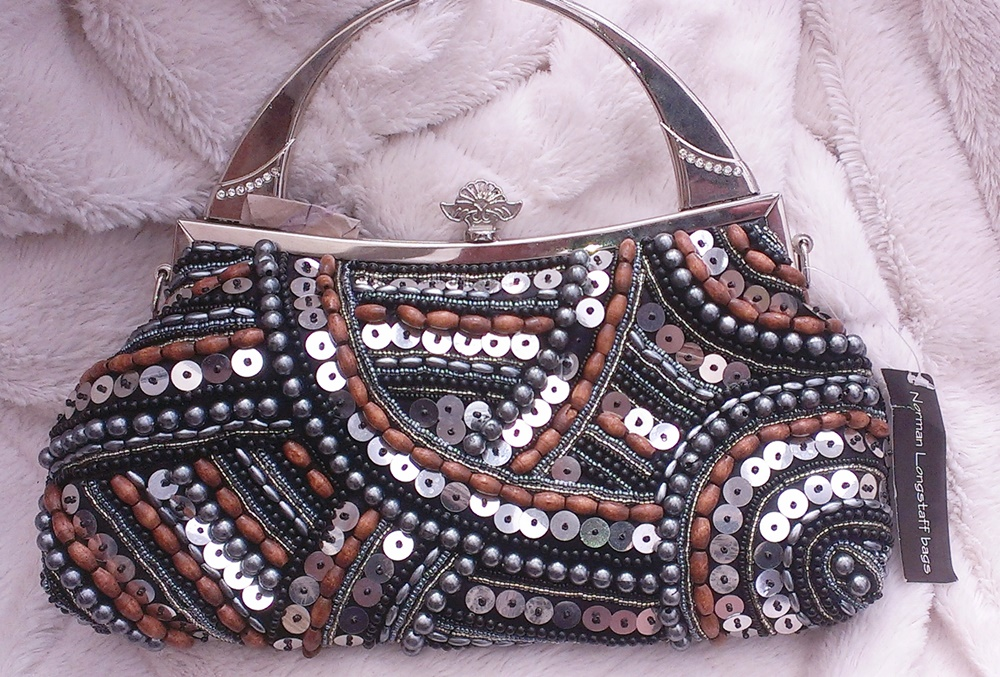 Wooden beaded clasp bag