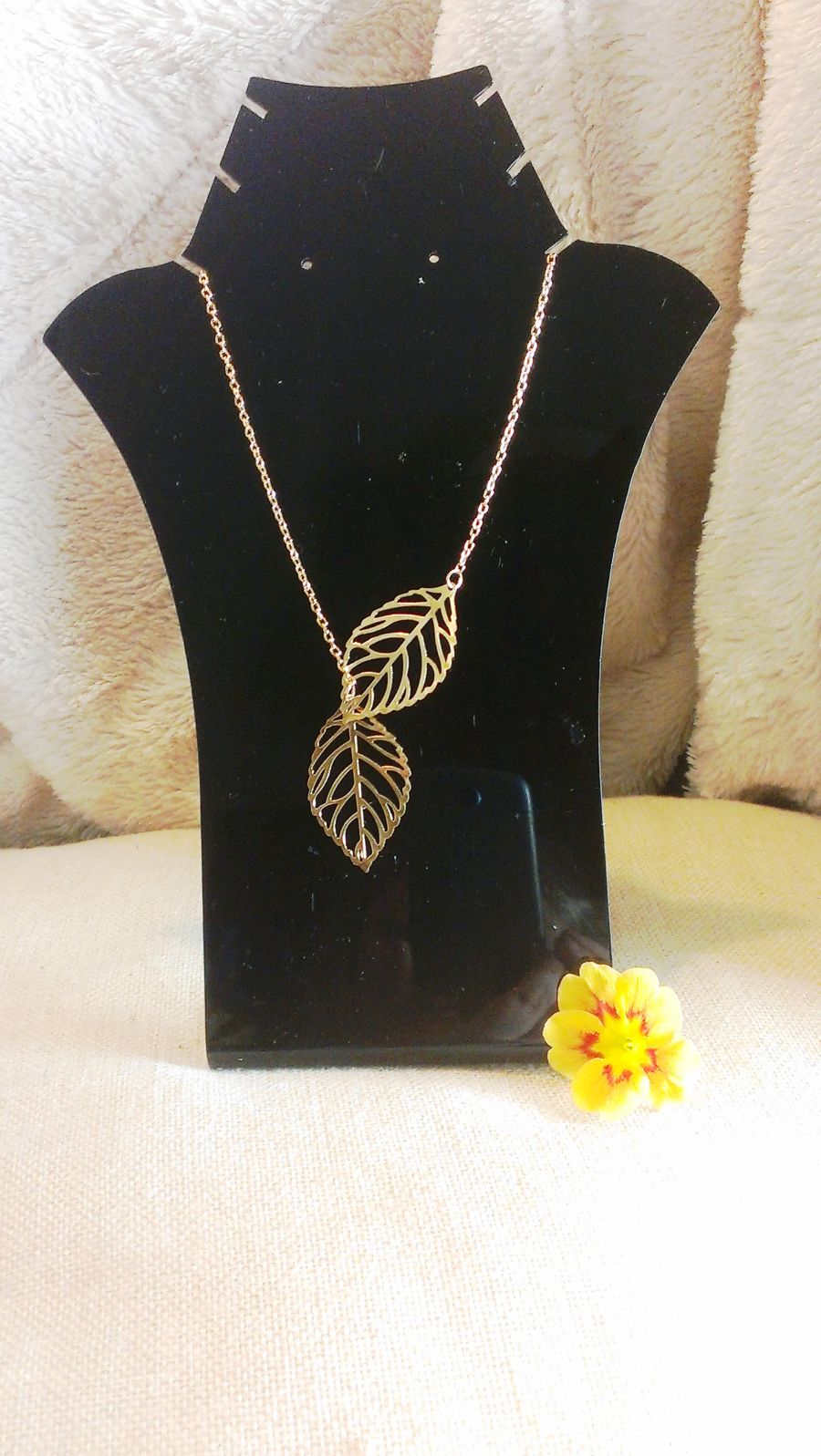 Gold Cut Out Leaf Design Necklace