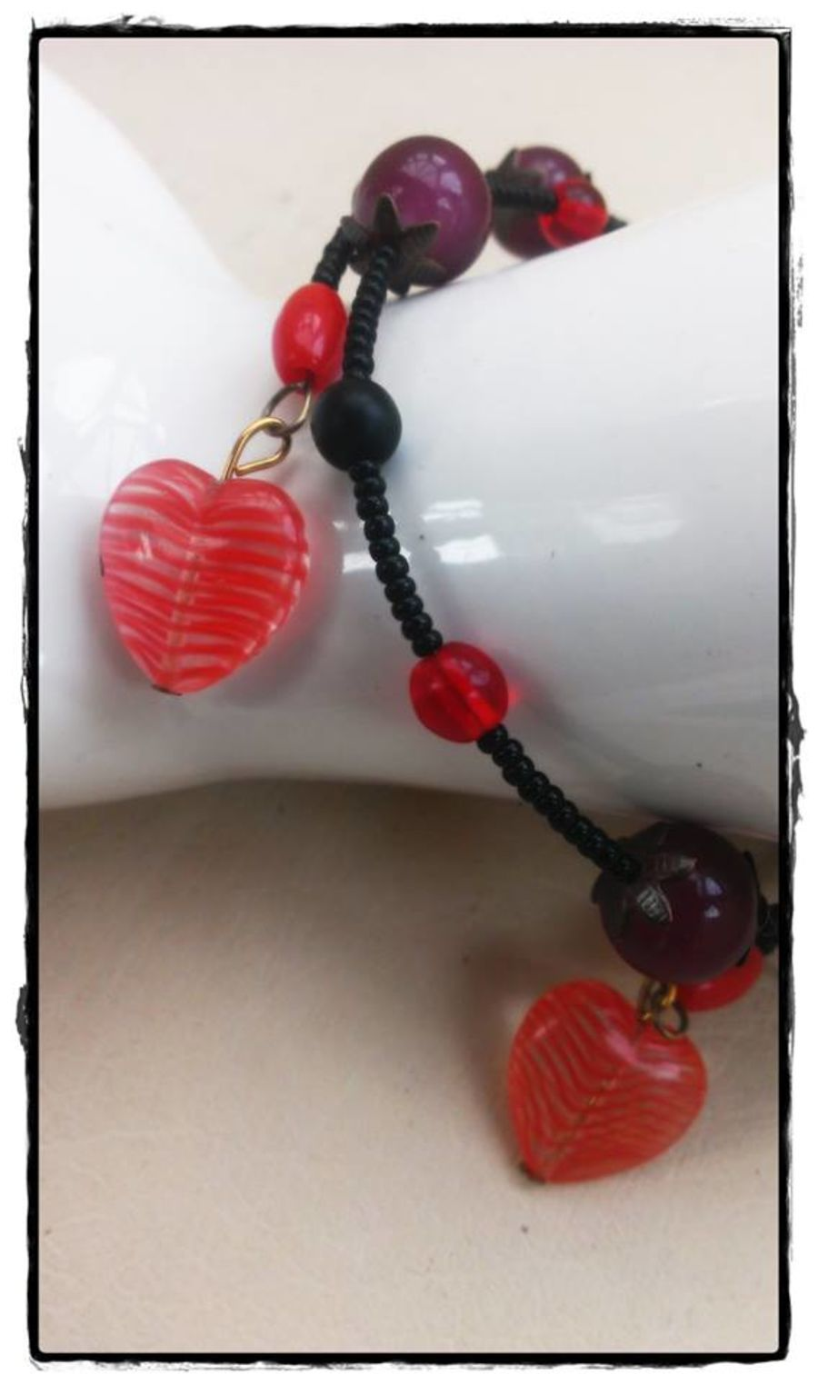 Bracelet Retro Glass Hearts Red and Black