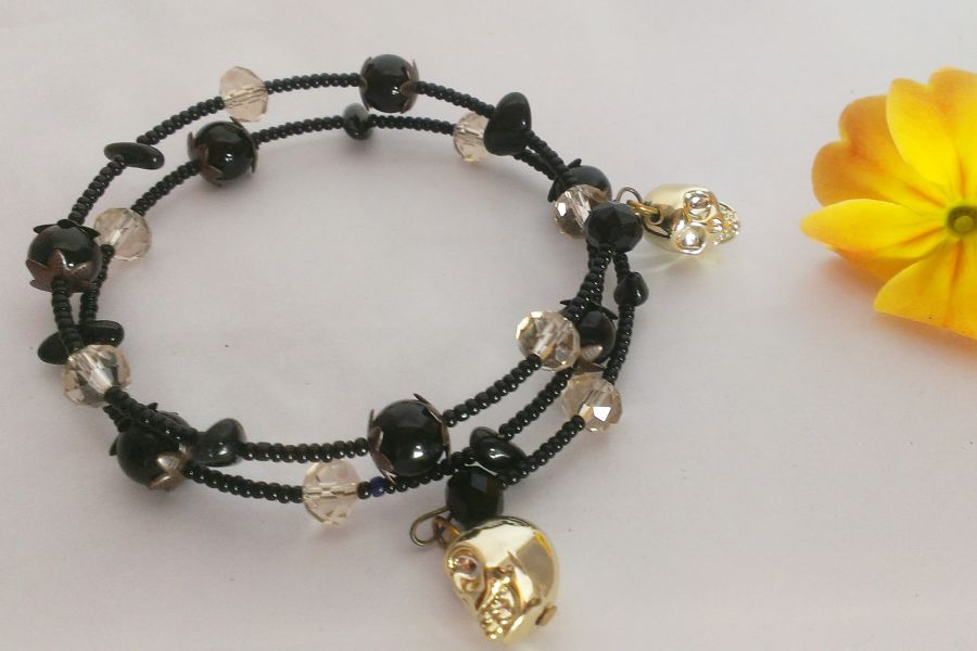 Skull Charm Crystal Beaded Bracelet with Tourmaline