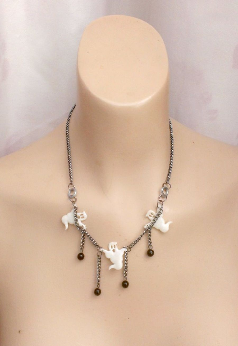 Ghost Ball and Chain Choker