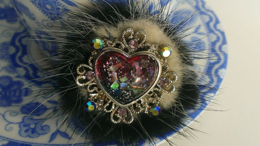 Brooch Heart Crystal  very Vivienne Westwood