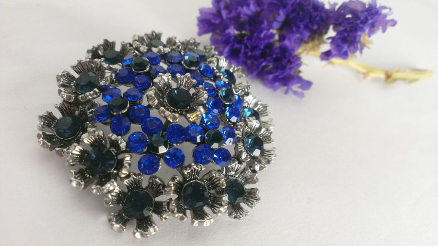 Crystal Glass Vintage look Brooches choice red/black/blue