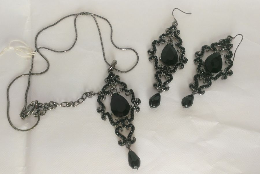 Gothic Chandelier Earrings and Pendant Set