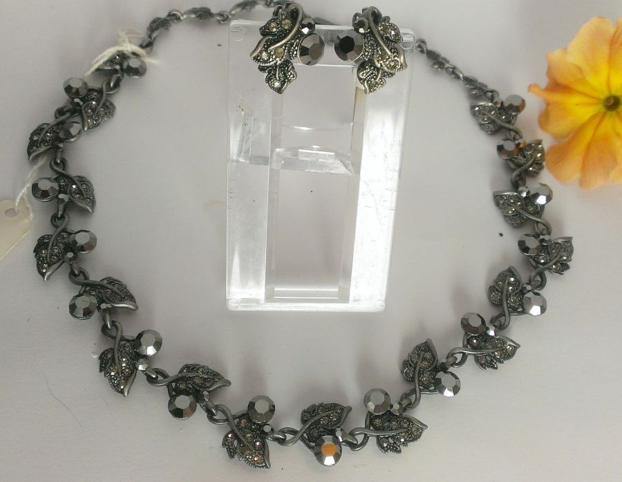 Vintage Vibe Leaf Vine Crystal Necklace Earring Set Choose black/grey/blue