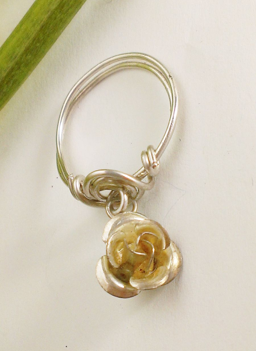 Midi Rose Charm Ring Size O