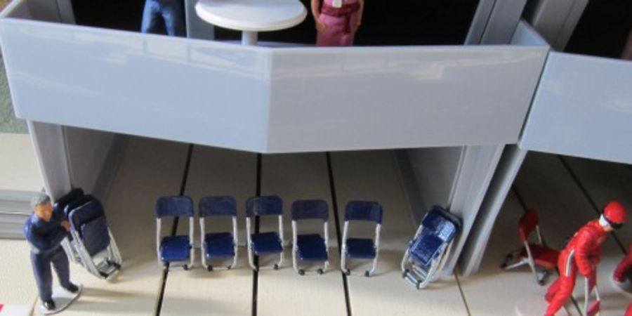 Pack of 5 Open and Folded Chairs