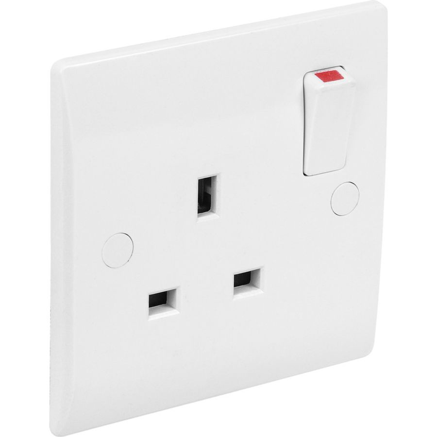 1 Gang White Plastic Switched Socket