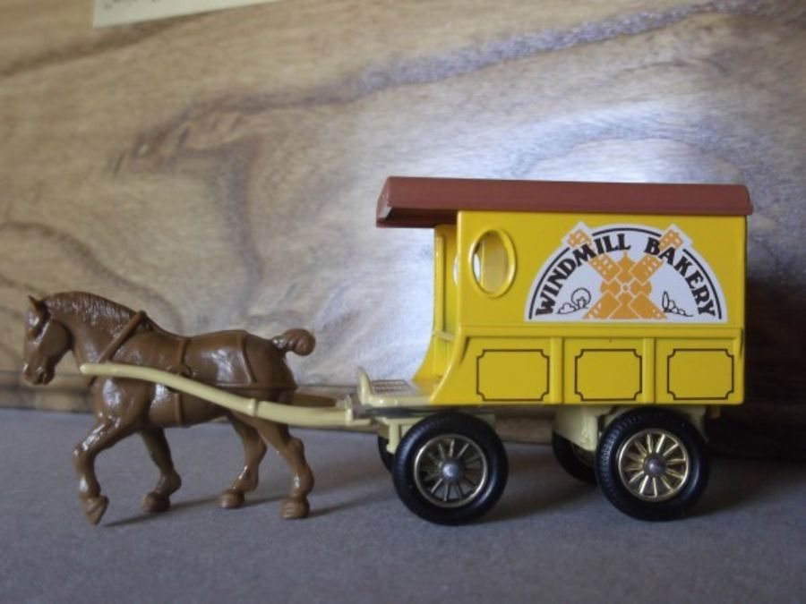 DG03000a, Horse Drawn Delivery Van, Windmill Bakery, no DG Baseplate