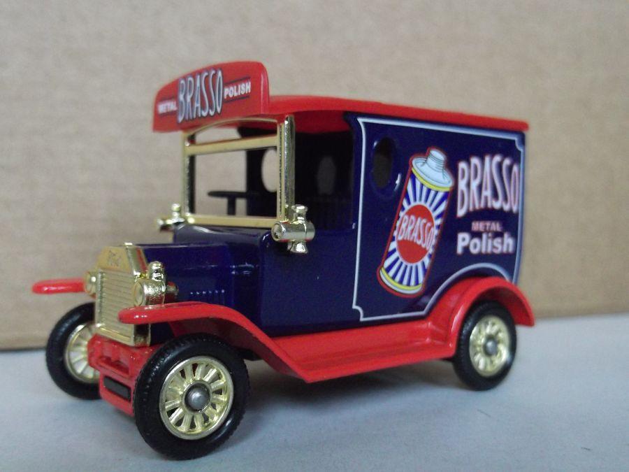 DG06184, Model T Ford Van, Brasso Metal Polish