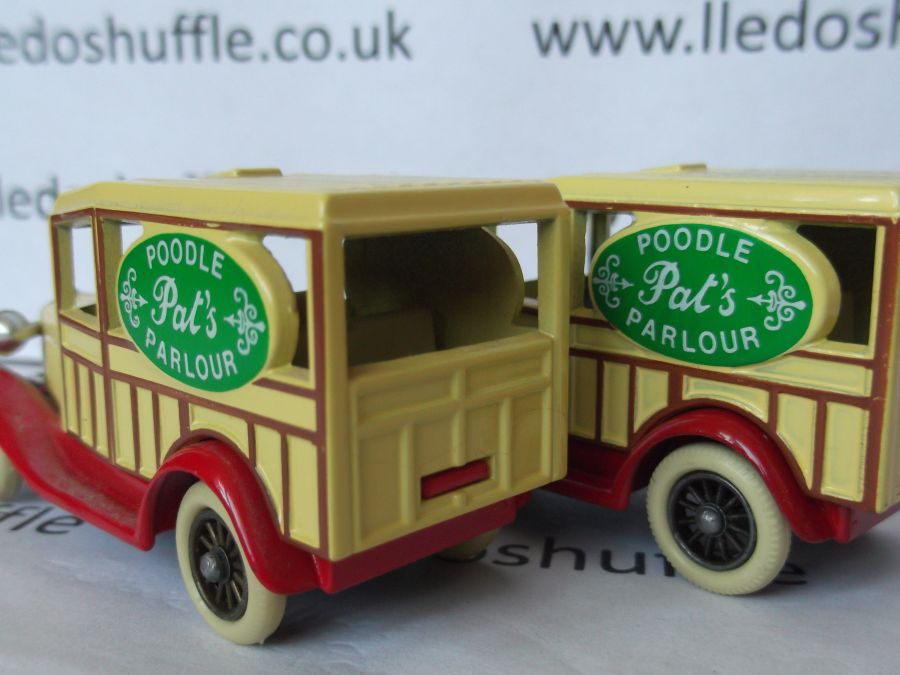 DG07000, Model A Ford Woody Wagon, Pats Poodle Parlour, inverted panel