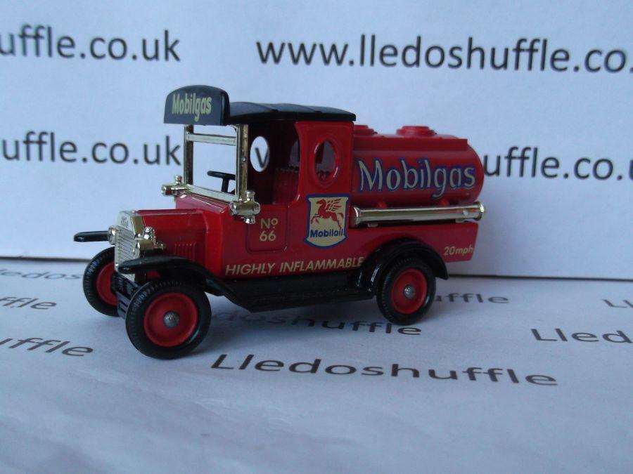 DG08019, Model T Ford Tanker, Mobilgas, Mobiloil