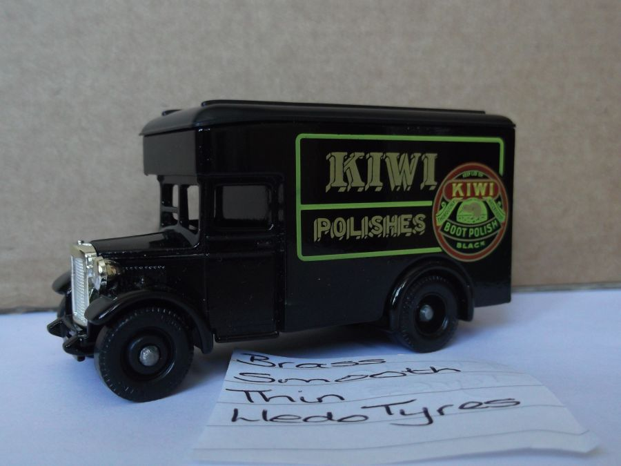 DG16006, Dennis Parcels Van, Kiwi Polishes