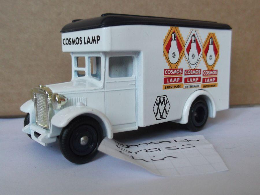 DG16020, Dennis Parcels Van, Cosmos Lamp