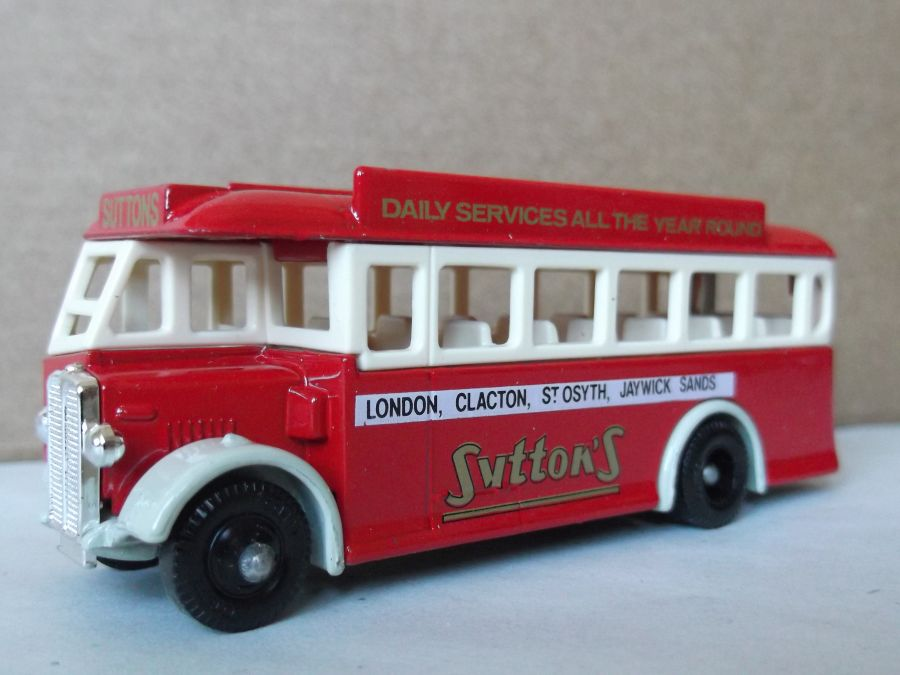 DG17014, AEC Regal Coach, Suttons
