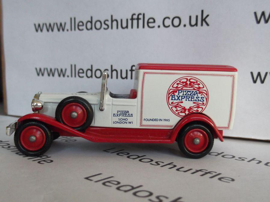 DG22006, Packard Town Van, Pizza Express