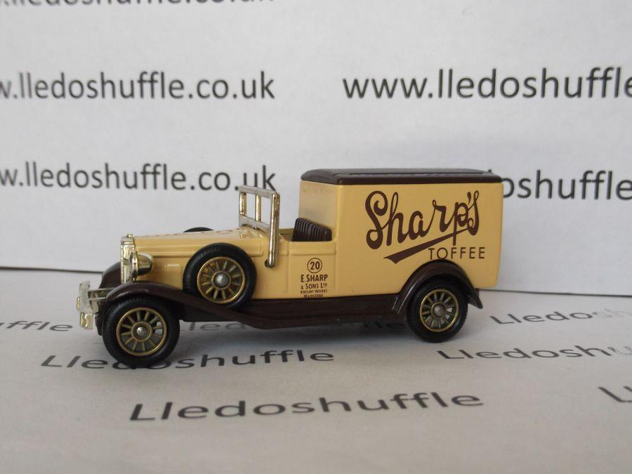 DG22011, Packard Town Van, Sharps Toffee
