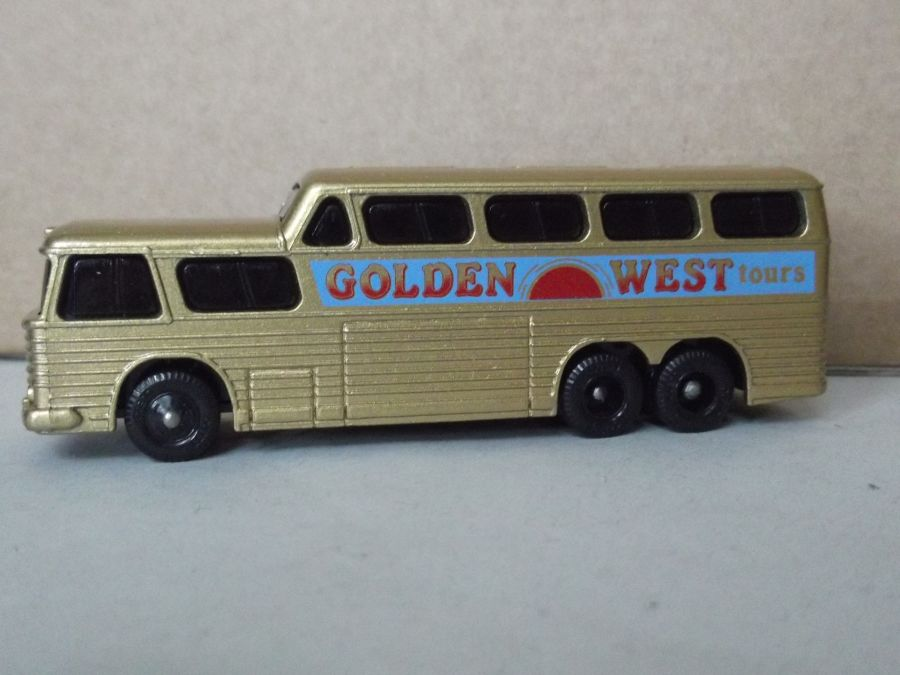 DG23001, Scenicruiser, Golden West Tours