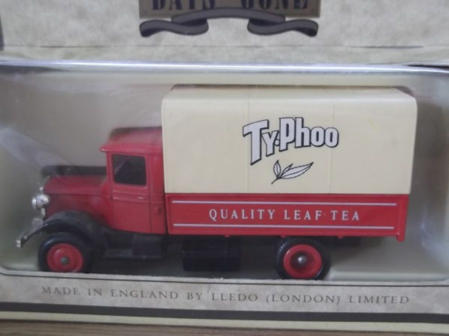 DG28000b, Mack Canvas Back Truck, Typhoo Tea