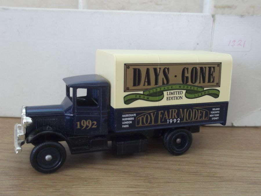 DG28025, Mack Canvas Back Truck, 1992 Toy Fair Model