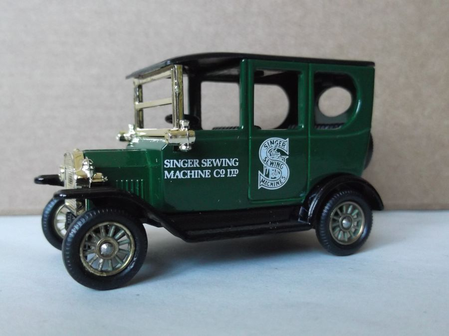DG33001b, Model T Ford Car, Singer Sewing Machines, black seats