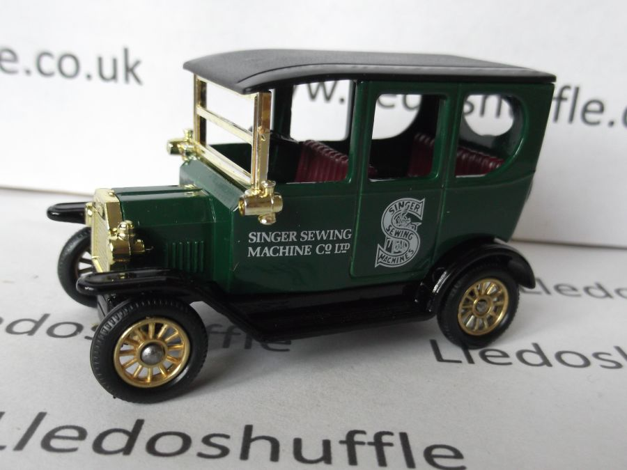 DG33001a, Model T Ford Car, Singer Sewing Machines, maroon seats