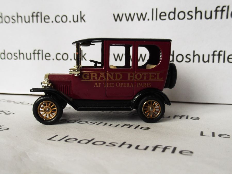 DG33004, Model T Ford Car, Grand Hotel at the Opera, Paris