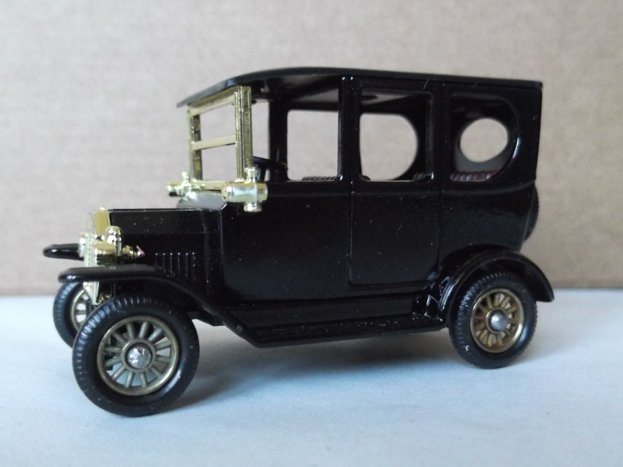 DG33008, Model T Ford Car, Black, (black seats)
