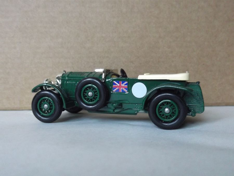DG46000, Bentley 4.5litre Saloon, Green, no number