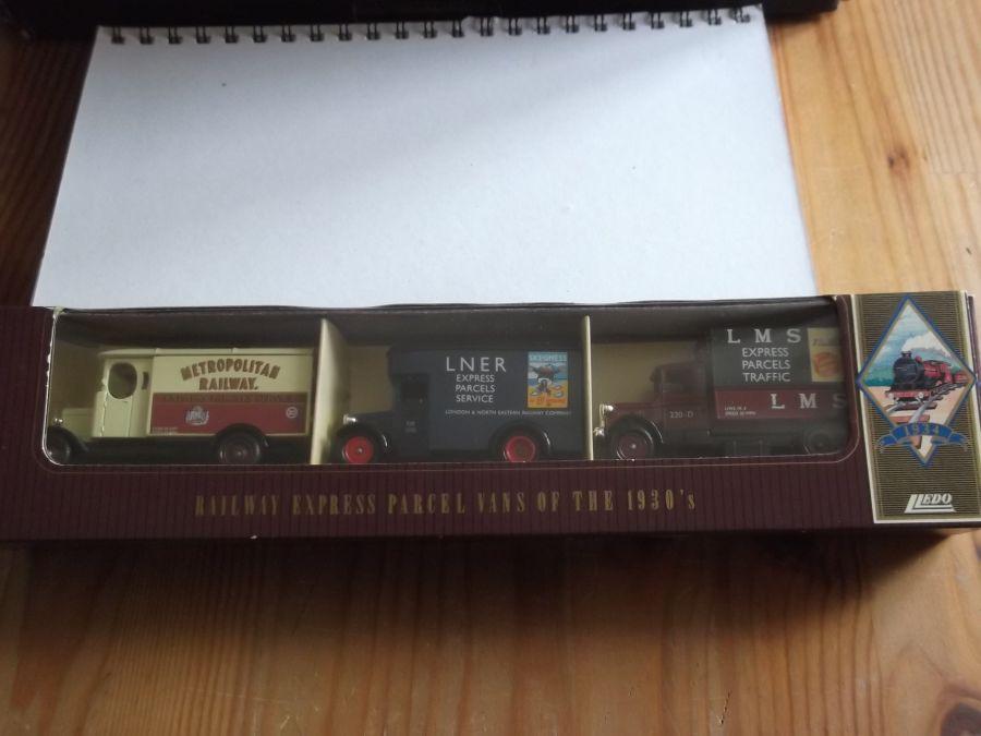 RSL1003, Railway Express Parcel Vans Set