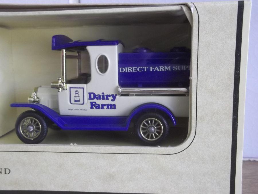Dairy Farm 2 piece Set, LP08023, LP13158