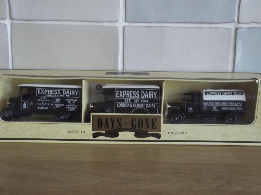Express Dairy 1992, 3 piece Set