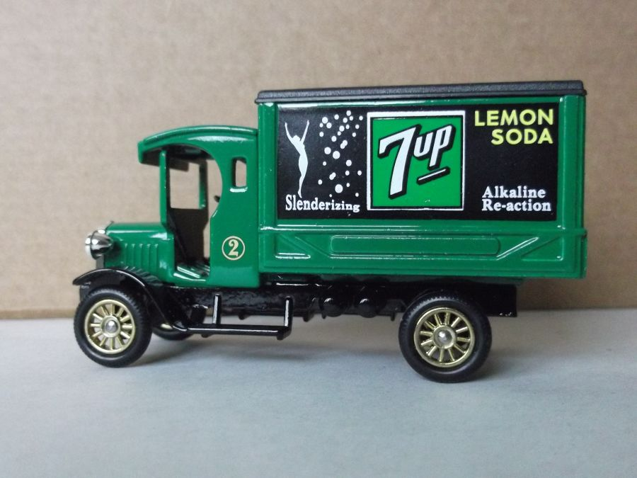 SL66003, Dennis Delivery Van, 7-Up (Green Cab)