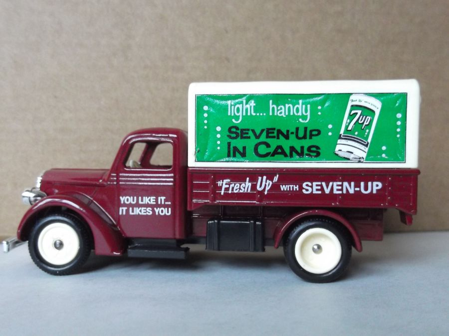 SL70003, Ford Canvas Back Truck, 7-Up