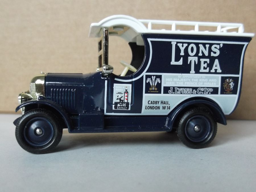 DG50000, Bull Nose Morris Van, Lyons Tea