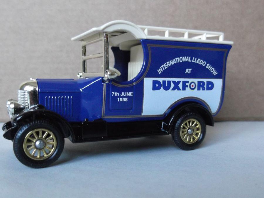 DG50022, Bull Nose Morris Van, International Lledo Show, Duxford 1998