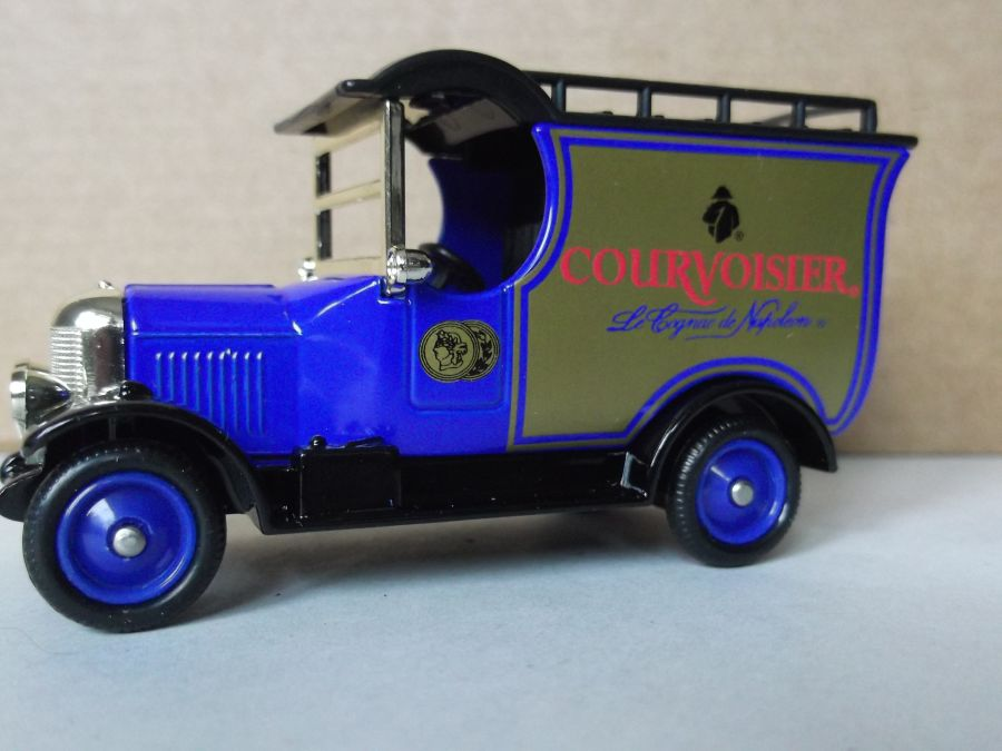 DG50047, Bull Nose Morris Van, Courvoisier