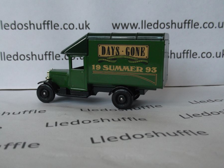 DG52005, Morris Parcels Van, Club Summer 1993