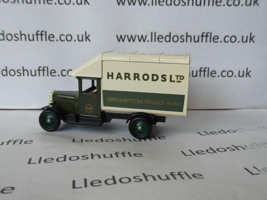 DG52010, Morris Parcels Van, Harrods