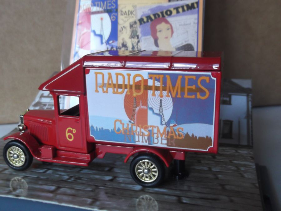 DG52028, Morris Parcels Van, Radio Times, Christmas Issue