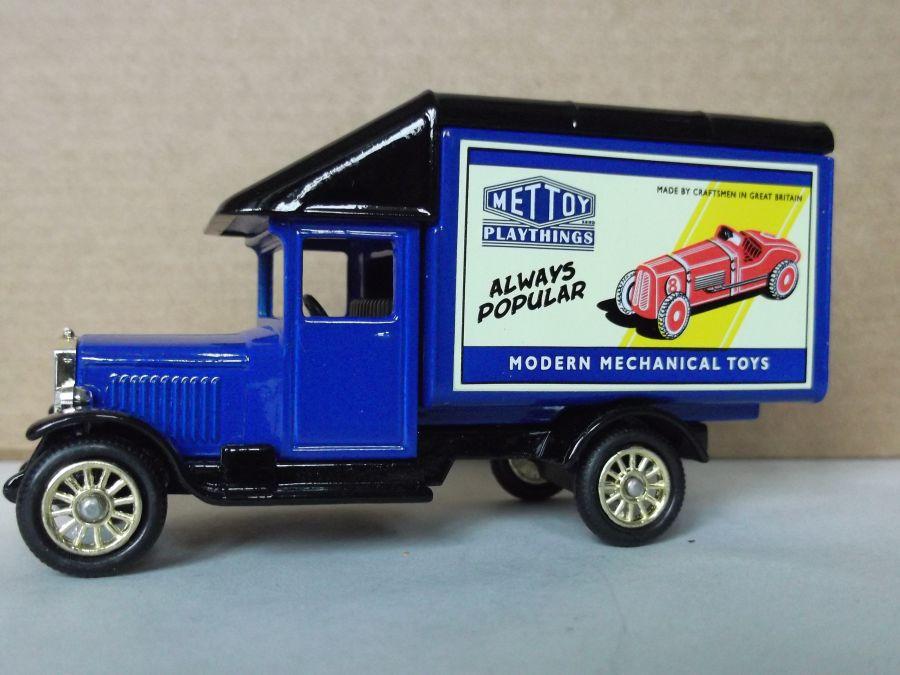 DG52033, Morris Parcels Van, Mettoy Playthings