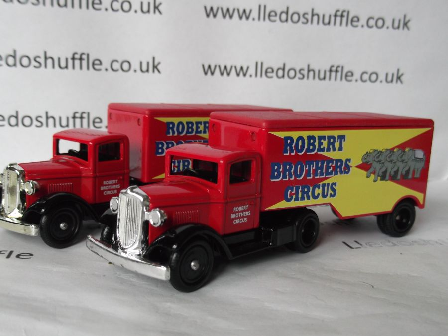 DG67001, Ford Articulated Truck, Robert Brothers Circus