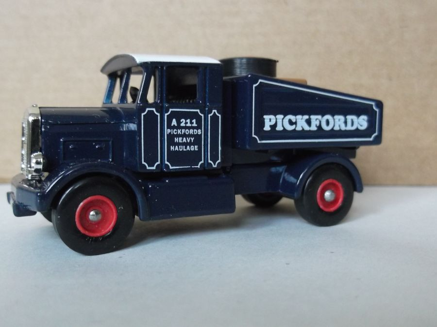 DG80000b, Scammell Tractor Unit, Pickfords (red wheels)