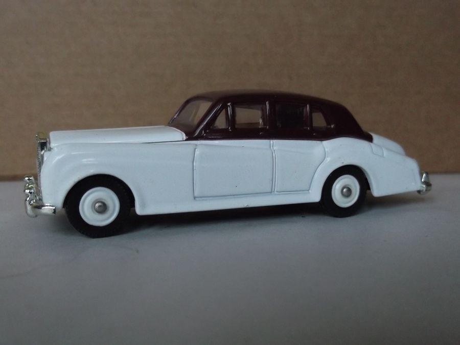DG89000, Rolls Royce Silver Cloud, White & Maroon