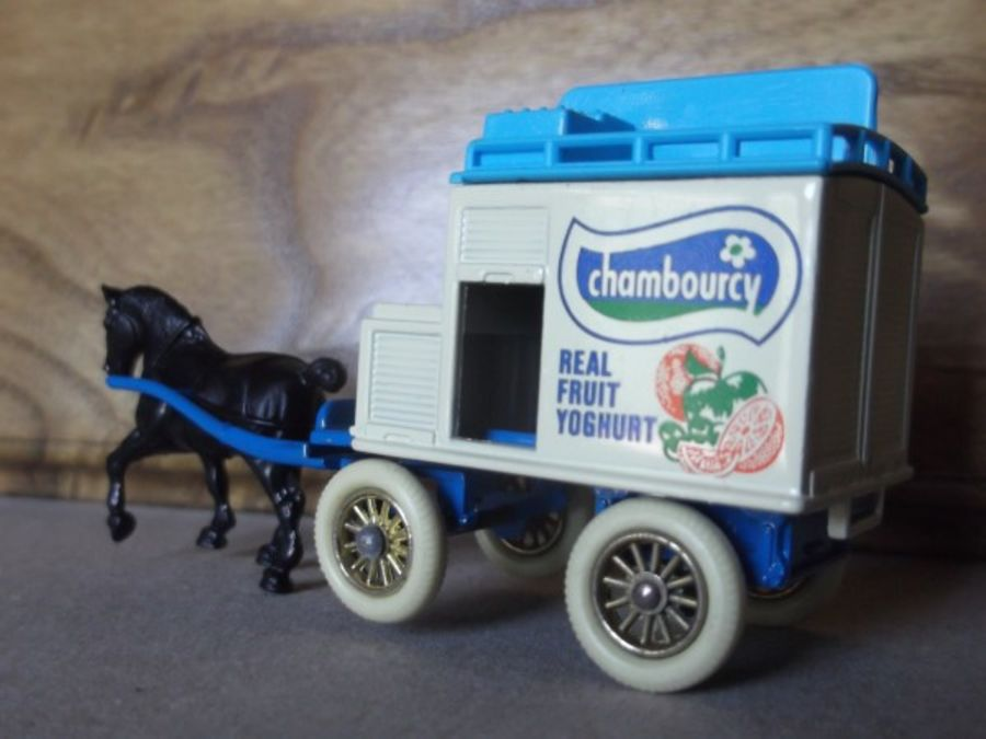 DG02001, Horse Drawn Milk Float, Chambourcy, Light Blue Chassis