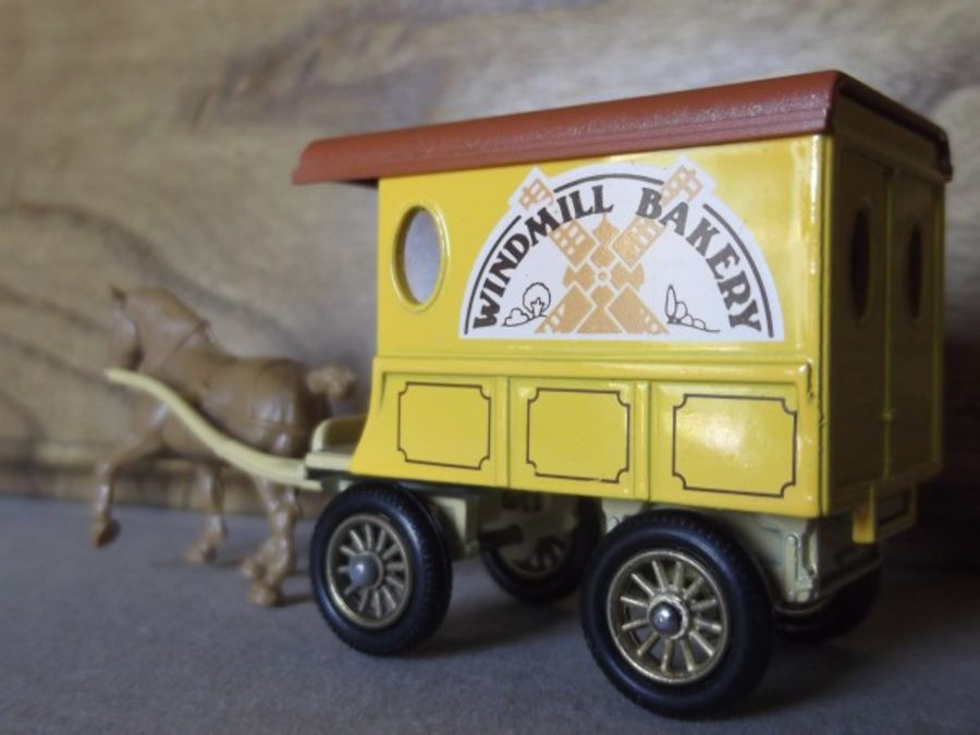 DG03000b, Horse Drawn Delivery Van, Windmill Bakery with Beige Shaft