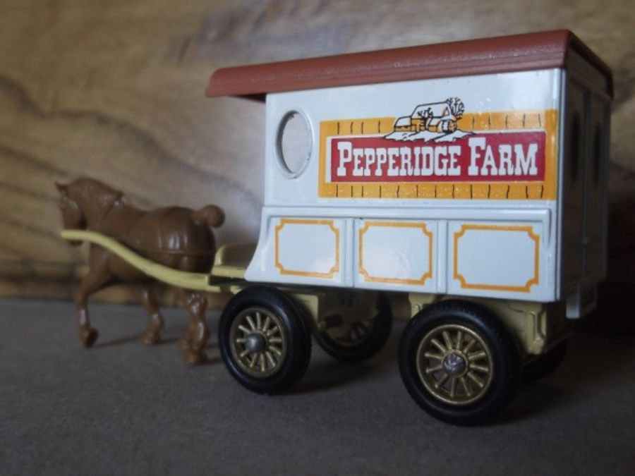 DG03004, Horse Drawn Delivery Van, Pepperidge Farm with Baseplate
