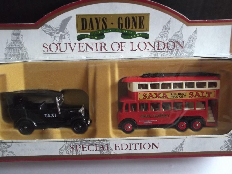 LOS3002, Souvenir of London (Taxi & Trolleybus) Set