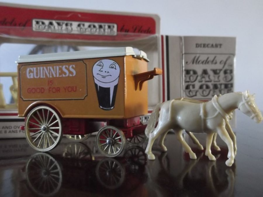 Code 3, DG11, Horse Drawn Removal Van, Guinness, Colour Variation