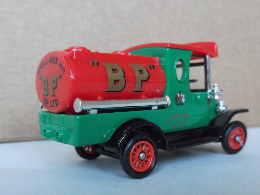 DG08025, Ford Tanker, BP